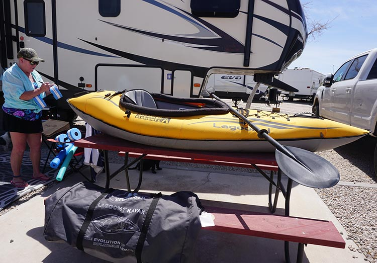 Intex Challenger K1 Inflatable Kayak vs Advanced Elements Inflatable Lagoon Kayak. Here I am getting our Advanced Elements Lagoon inflatable kayak ready for kayaking on the Colorado River