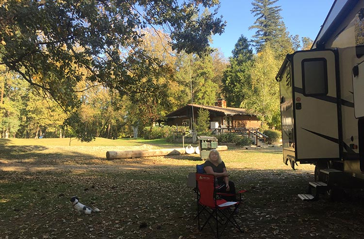 How to Get Free RV Camping with Harvest Hosts. Here I am relaxing under the oak trees at Laurel Hills Golf Course, Central Point, Oregon (near Grants Pass). This is a perfect spot to stay