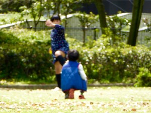 a fuzzy pic, but here are some sibs practicing baseball, which the folks in Fukuoka love.