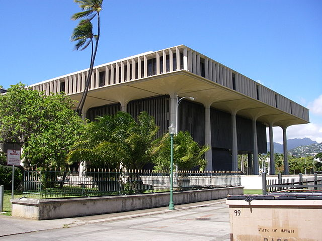 640px-Hawaii_state_capitol_from_the_south-east.jpg