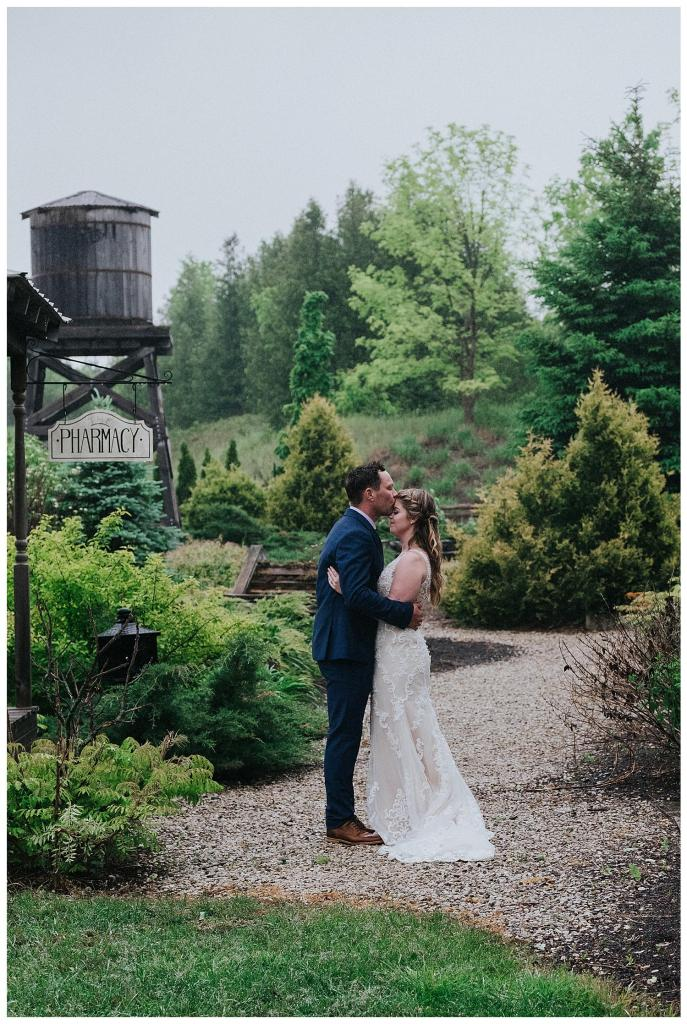 Kissing in the rain | Rainy wedding photo ideas | Hanover Wedding | The Special Events Centre