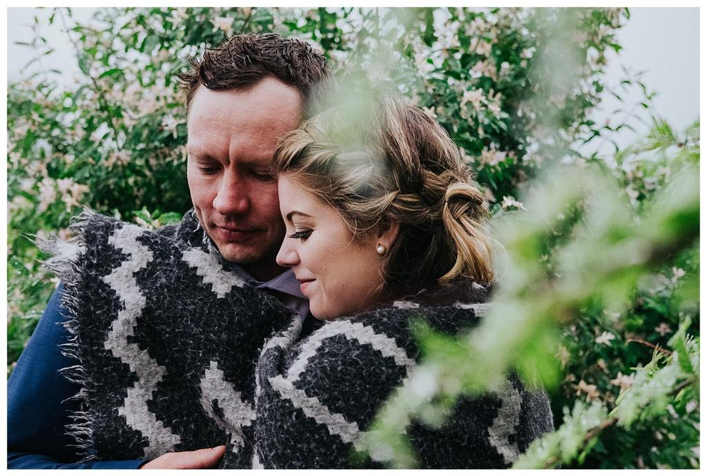 Snuggles in the trees | Rainy wedding photo ideas