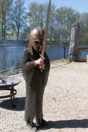 Viikingiaksessuaare saab selga proovida