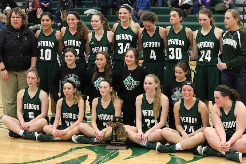 Mendon girls get fired up at halftime, go on to beat Colon for Class D district title