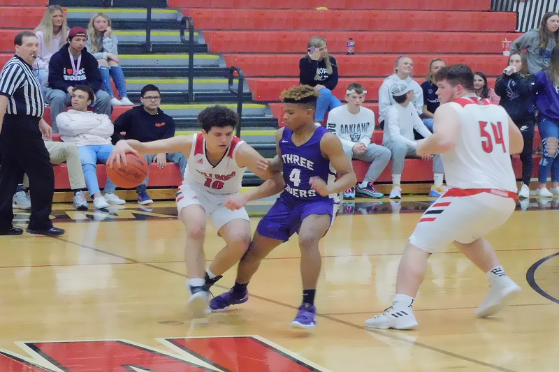 Three-point shooting pushes Vicksburg boys to district win over Three Rivers