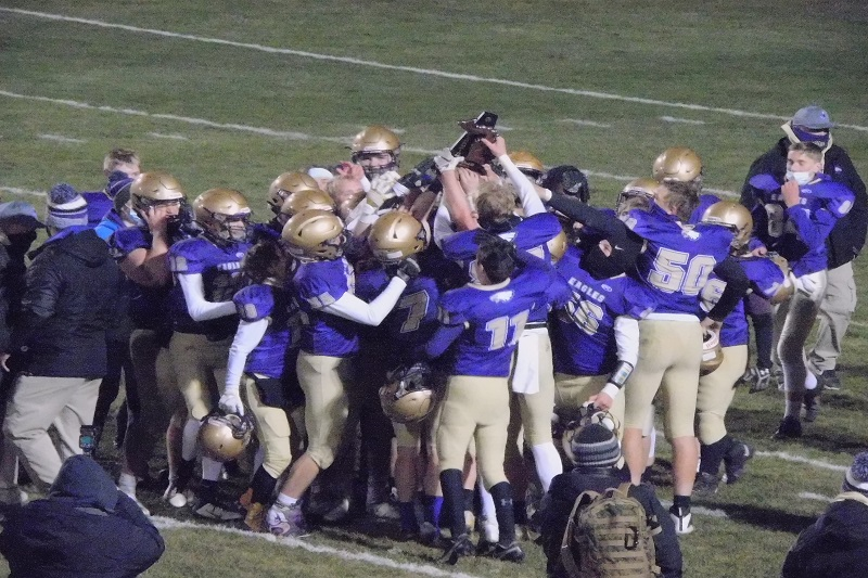 Schoolcraft rolls Lawton 42-7 for district football title