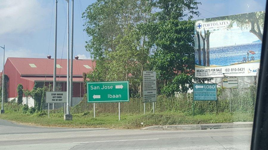 Porto Laiya Road Signs