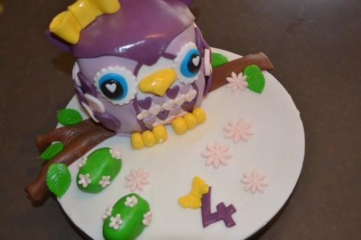 gâteau 3D hibou en pâte à sucre