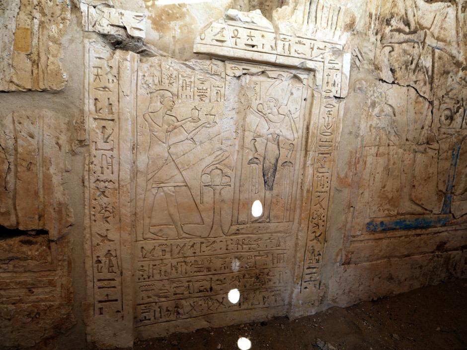 Tomb of head of army archives discovered in Saqqara