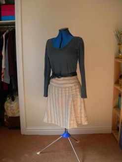 stripe linen skirt & navy ls tee & navy belt