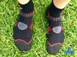 Malla ligera para la ventilación en la parte superior del pie (zona gris).