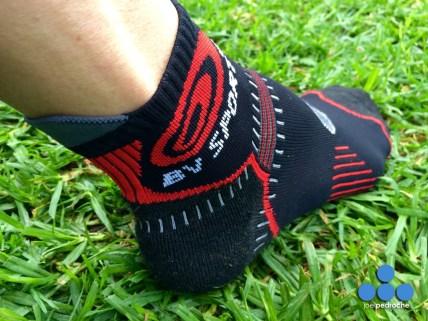 Tejido flexible que facilita el movimiento de la articulación del tobillo.