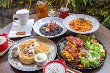 台中美食,木門咖啡~改版推出厚鬆餅~香甜軟綿,墨魚燉飯裡還擺了整尾中卷!