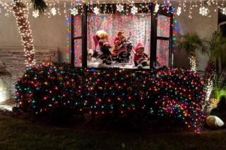 Christmas Yard Window Tigger