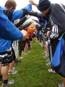 What a awesome moment! The last finisher getting a hero's welcome.