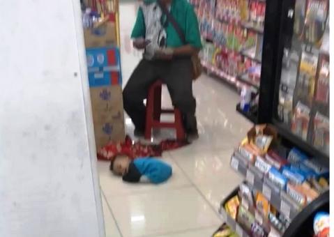 anak di super market