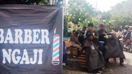 Lokasi Barber Ngaji untuk cukur gratis di Alun alun Kota Tegal Jumat 30 11 2018. Buka tiap hari Jumat.