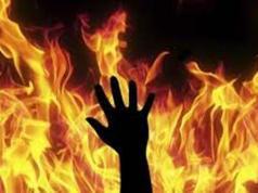 membakar diri