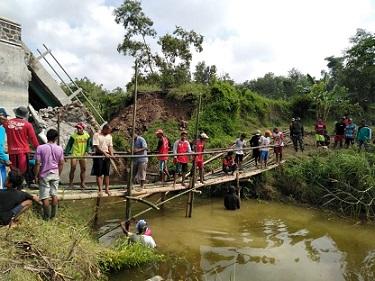 bangun jembatan darurat