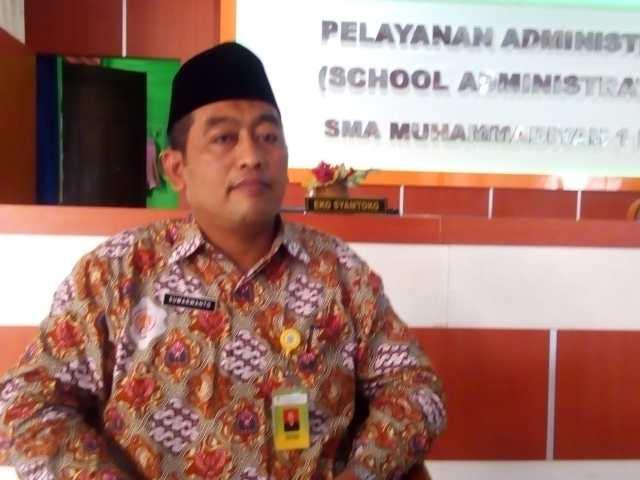 kepala sekolah Muhi Kra