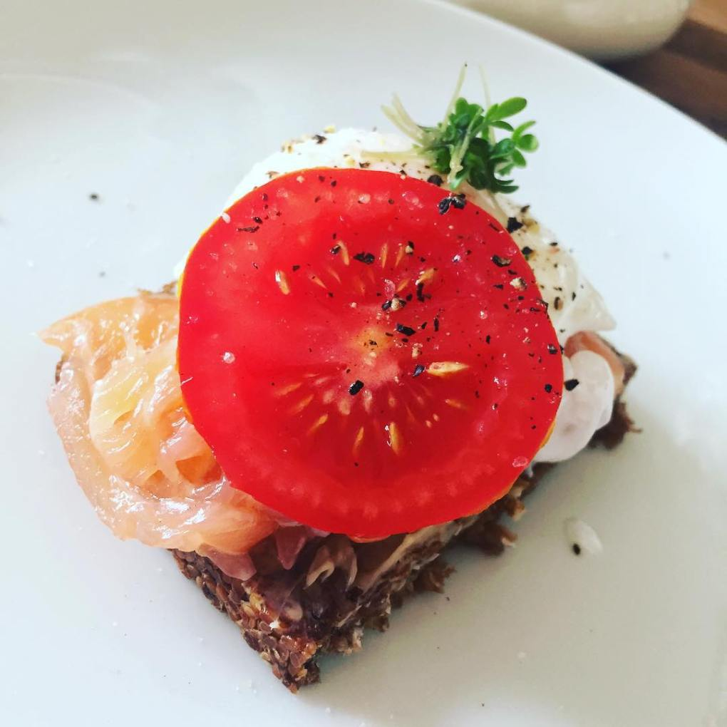 tomato open faced sandwich