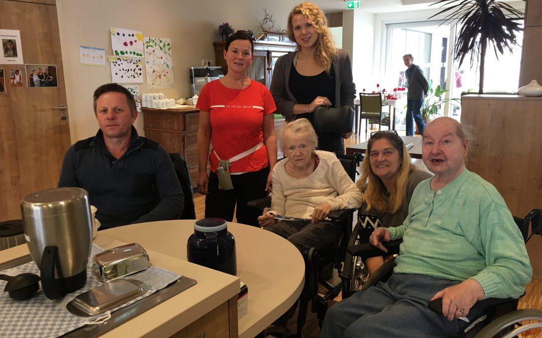 Zu Besuch im Seniorenheim