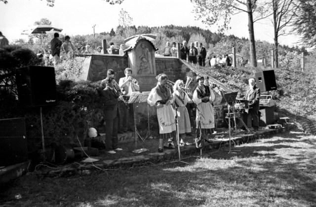 Zu jedem Gemeindefest spielte die Hirschendorfer Blasmusik unter der Leitung des Organisten Helmut Hanft (rechts im Bild).