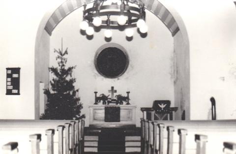 Altarraum der Kirche Waffenrod-Hinterrod, renovierungsbedürftig.