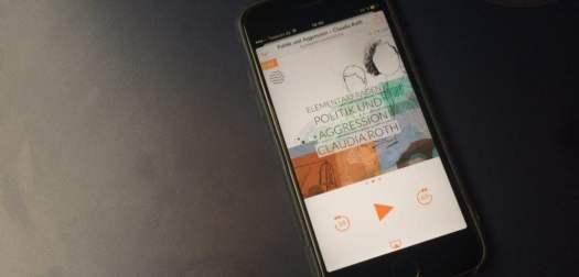 iPhone mit Podcast-Cover Elementarfragen