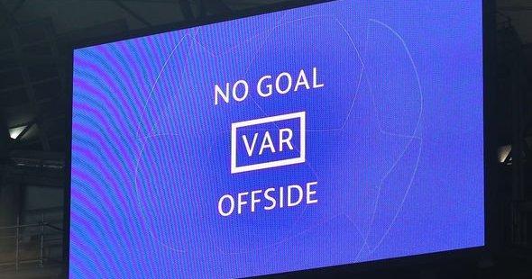 Fotbollens själ är under attack.