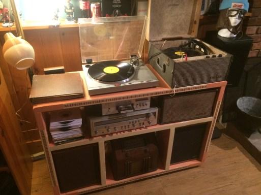 Retro stereo stand