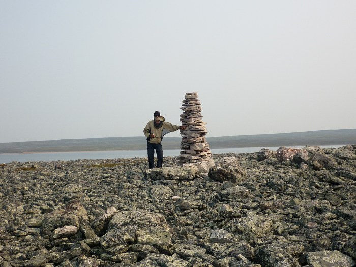 There were a number of these cairns, all carefully built, whether by canoeists or Inuit we have no idea