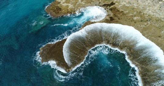 drone photo-Oahu-Rocks, Water Spreading