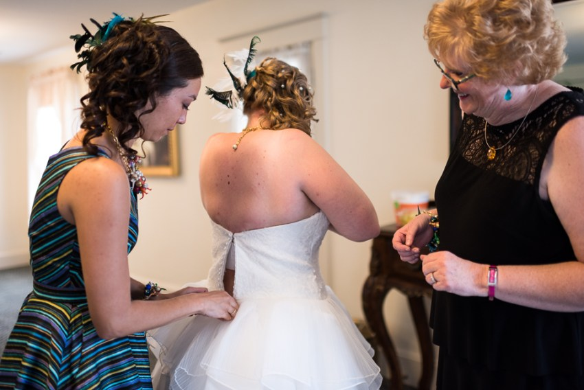 morrison willow ridge manor wedding photographer bride getting dressed