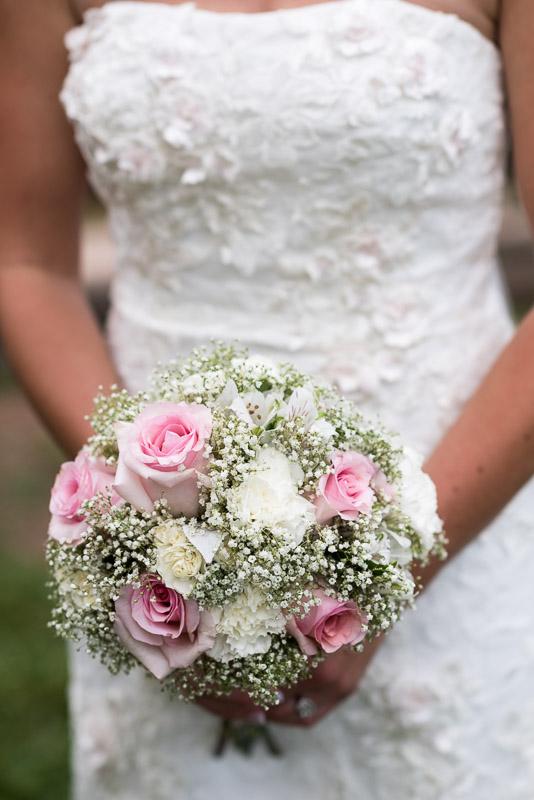 Cuchara Wedding Photographer rose baby breath bouquet