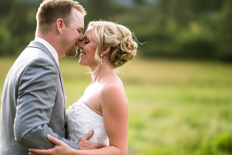 Cuchara Wedding Photographer gentle kiss