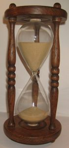Wooden_hourglass_2