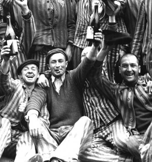 4-cheering-jewish-concentration-camp-inmates