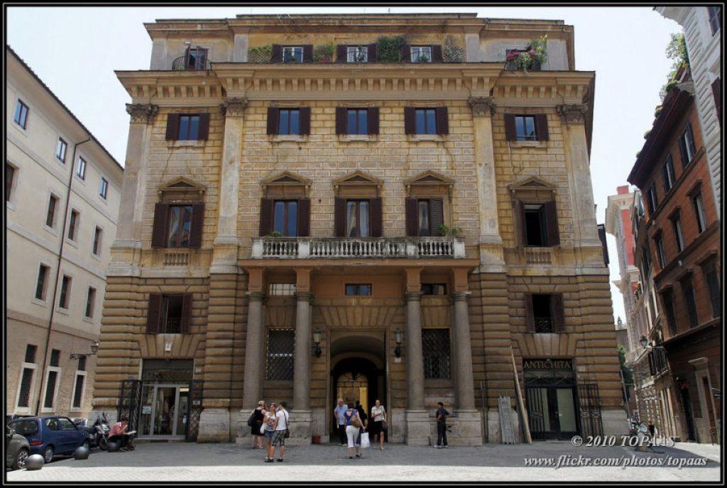 The 17th century Palazzo del Banco di Santo Spirito.