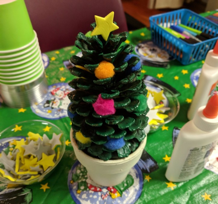 kids Christmas craft idea tree pinecone