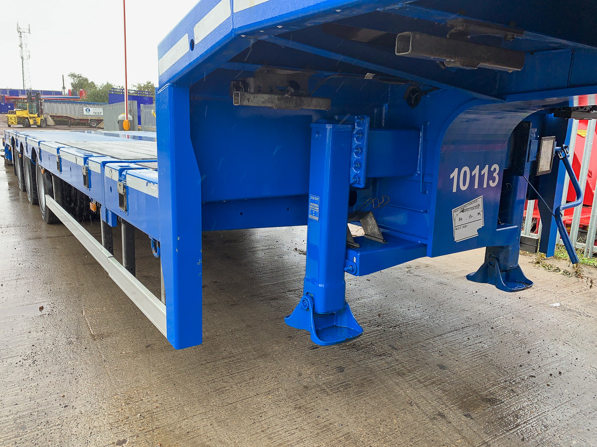 Broshuis 3 axle extending step frame