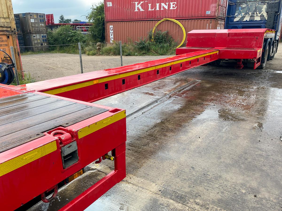 Extending step frame HGV trailer
