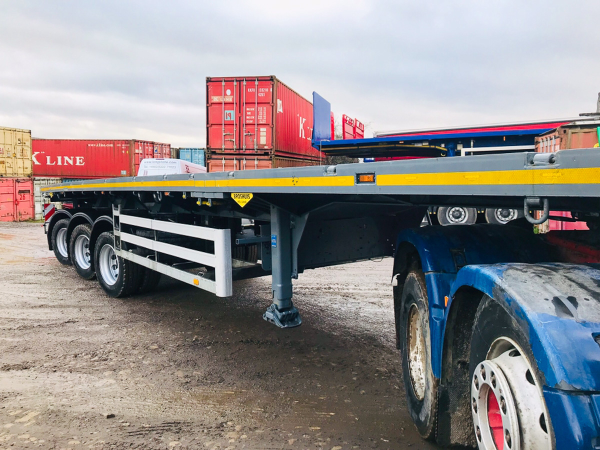 Triple extending platform trailer
