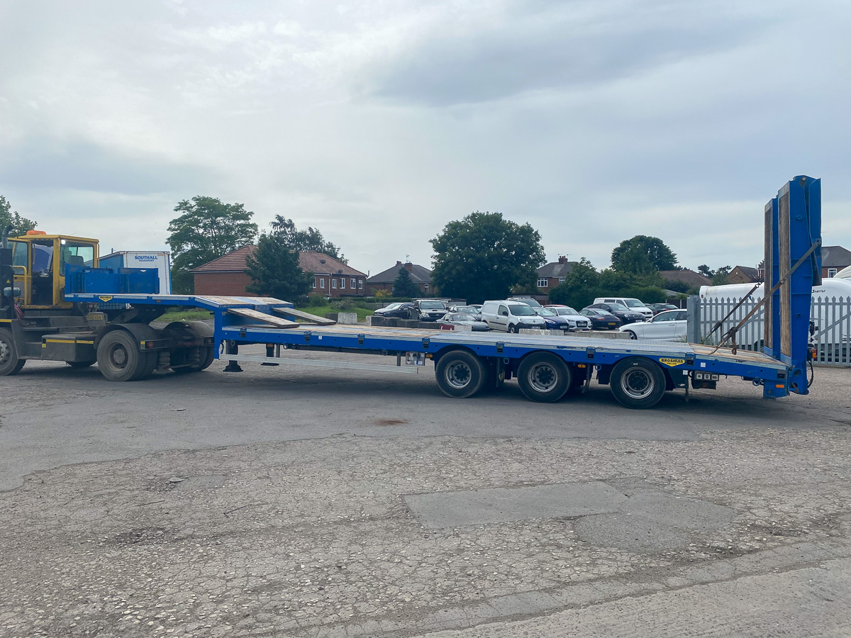 Broshuis plant trailer with ramps