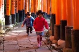 Fushimi Inari - young hikers (IMG_7978)
