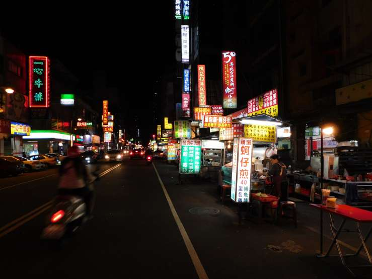 taichung by night photo