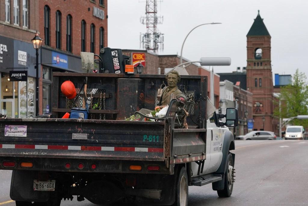Sir John A MacDonald statue being driven away.