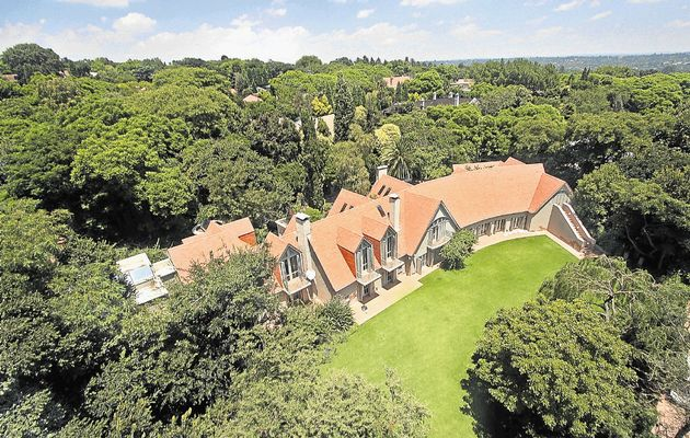 To put it in perspective, this is a mansion in Sandhurst, the richest zipcode in all of Africa. This is 5 minutes from my apartment and about 30 minutes from Soweto.