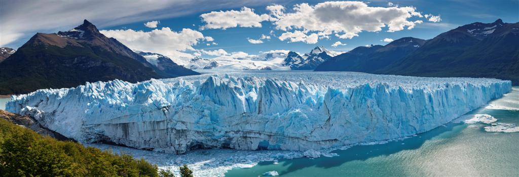 The Perito Moreno glacier in El Calafate is a sight to behold. This picture might look cool, but it does the place no justice at all.