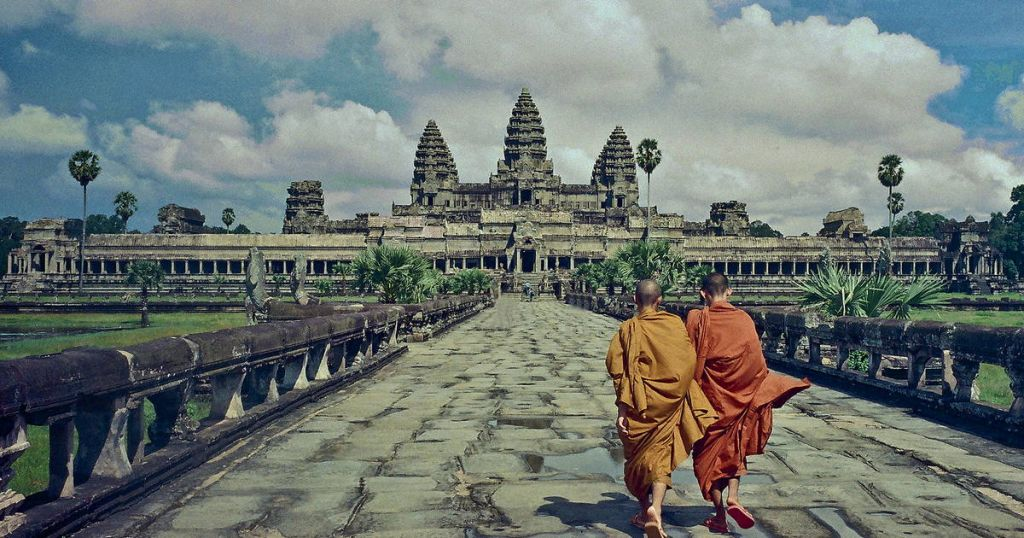 angkor wat temple monks